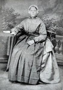 Katwijkse vrouw midden 19e eeuw.